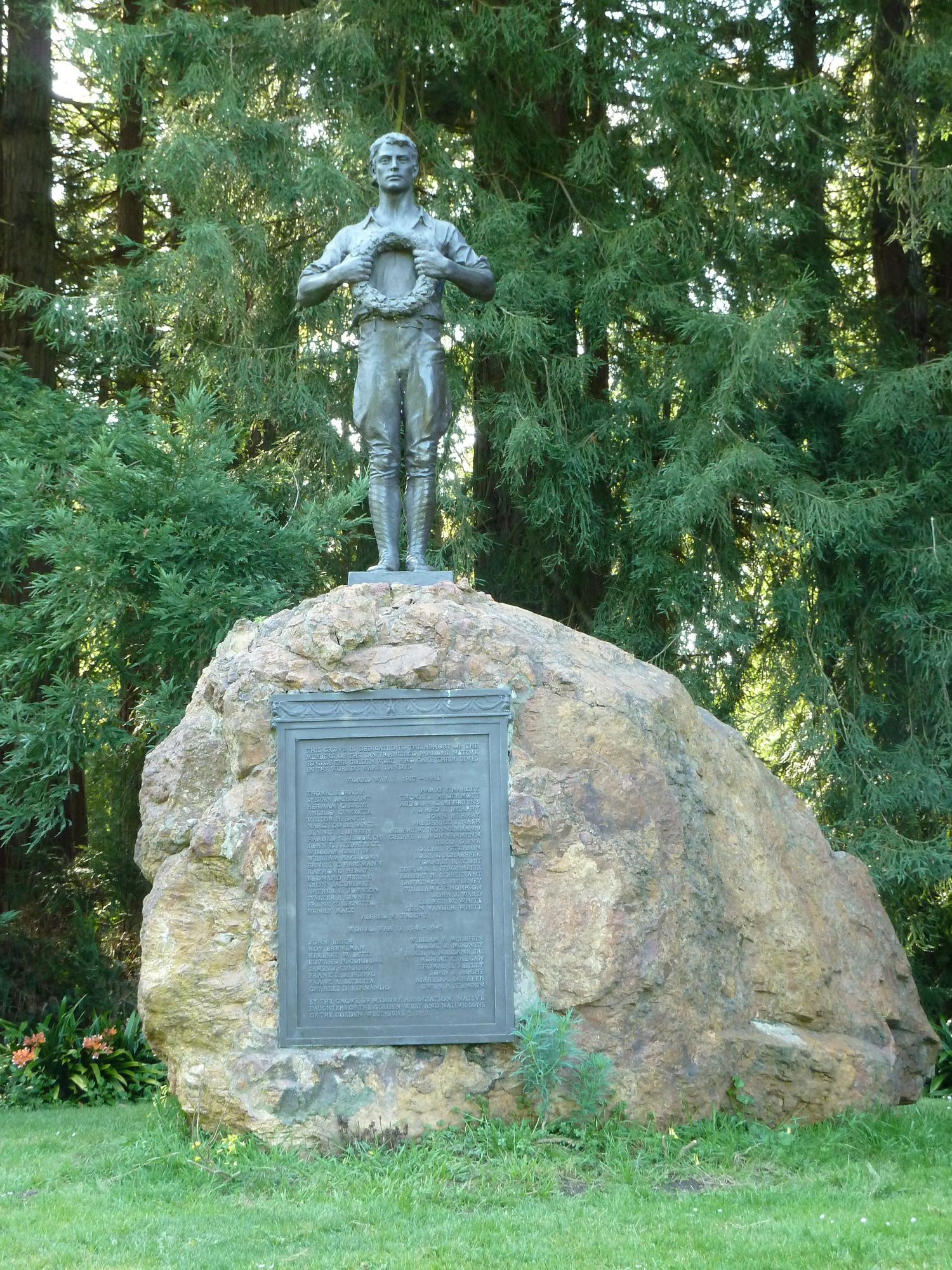 Heroes Grove Statue